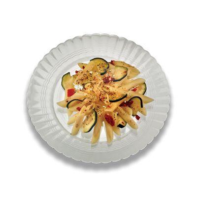 "EMI Yoshi REP9W Resposables 9"" Plastic Catering Plates, White - 180 / Case"